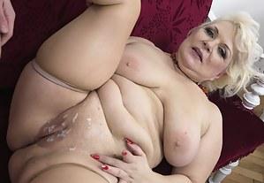 Cum on MILF Pussy Porn Pictures
