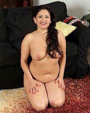 Latina MILF Porn Pictures