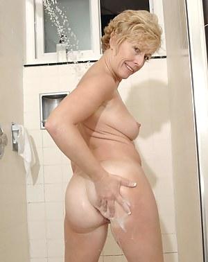 MILF Shower Porn Pictures