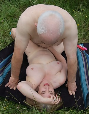 MILF Missionary Sex Porn Pictures