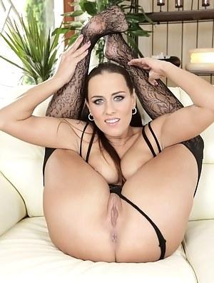 Flexible MILF Porn Pictures