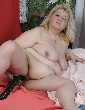 Big Natural Tits MILF Porn Pictures