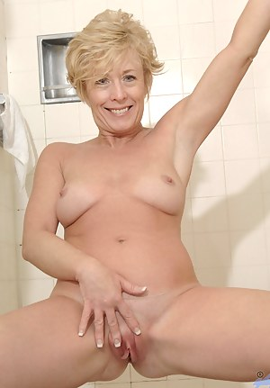 MILF Shower Porn Pictures