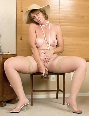 MILF Dildo Porn Pictures