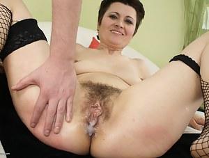 Cum in MILF Pussy Porn Pictures