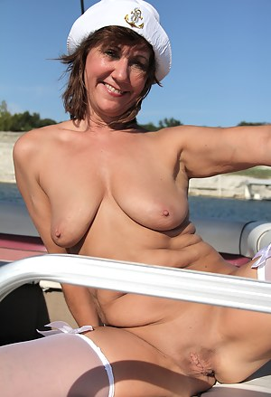 Saggy Tits MILF Porn Pictures