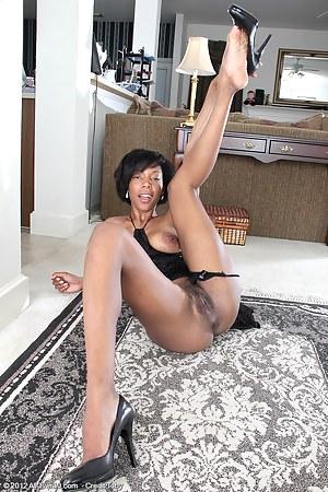 Black MILF Porn Pictures