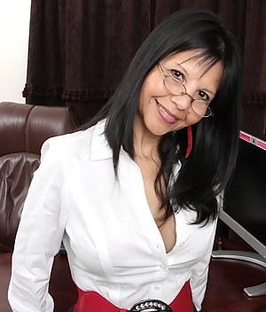 MILF Glasses Porn Pictures