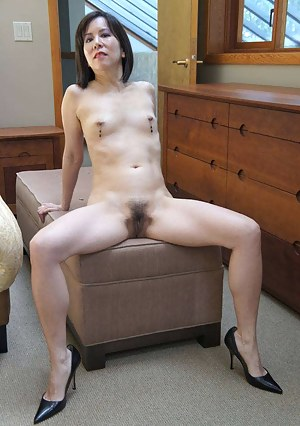 Asian MILF Porn Pictures